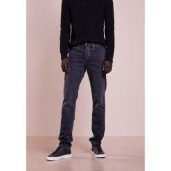 Rag & bone FIT Jeansy Straight Leg minna. Niebieskie jeansy męskie regular rag & bone. W wyprzedaży za 379,60 zł.