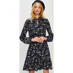 Medicine - Sukienka Royal Purple. Fioletowe długie sukienki marki MEDICINE, na co dzień, s, z materiału, casualowe, z długim rękawem, rozkloszowane. Za 119,90 zł.
