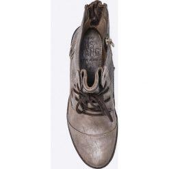 Mustang - Botki. Szare botki damskie na obcasie Mustang, z materiału, z okrągłym noskiem, na sznurówki. W wyprzedaży za 199,90 zł.