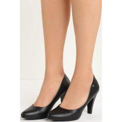 Czarne Czółenka Do Ya. Czarne buty ślubne damskie marki Born2be, ze skóry, na niskim obcasie, na słupku. Za 79,99 zł.