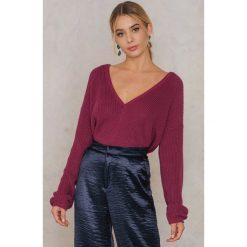 Swetry oversize damskie: Josefin Ekström for NA-KD Sweter z głębokim dekoltem V – Red,Purple