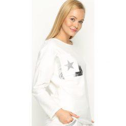 Biała Bluzka Angle Star. Szare bluzki longsleeves marki TOMMY HILFIGER, m, z nadrukiem, z bawełny, casualowe, z okrągłym kołnierzem. Za 59,99 zł.