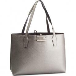 Torebka GUESS - HWSM64 22150 PWL. Czarne torebki klasyczne damskie Guess, z aplikacjami, ze skóry ekologicznej. Za 599,00 zł.