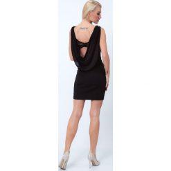 Sukienka z ozdobnym dekoltem na plecach czarna G5016. Czarne sukienki na komunię marki Mohito, l, z dekoltem na plecach. Za 79,00 zł.