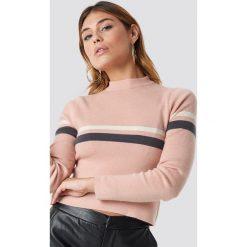 NA-KD Sweter w paski - Pink. Szare swetry klasyczne damskie marki NA-KD, z bawełny, z podwyższonym stanem. Za 141,95 zł.
