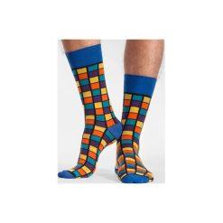 Kostka Rubika - kolorowe skarpetki Spox Sox. Niebieskie skarpetki męskie marki Spox sox, w kolorowe wzory. Za 20,00 zł.