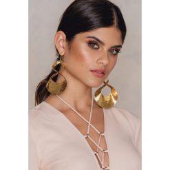 Kolczyki damskie: NA-KD Accessories Duże, skręcane kolczyki – Gold