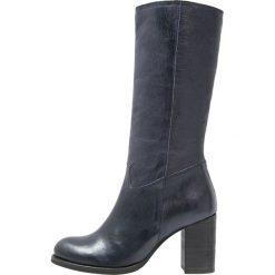 Lazamani Kozaki navy. Niebieskie buty zimowe damskie marki Lazamani, z materiału. Za 639,00 zł.