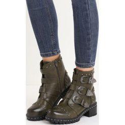 Khaki Botki Apostate. Brązowe buty zimowe damskie marki Born2be, z materiału, z okrągłym noskiem, na obcasie. Za 69,99 zł.