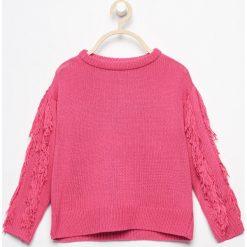 Swetry klasyczne damskie: Sweter z frędzlami na rękawach - Różowy