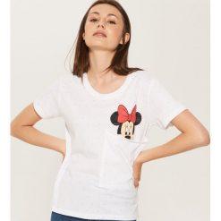 T-shirt z kieszonką Minnie Mouse - Biały. Szare t-shirty damskie marki Reserved, l. Za 39,99 zł.