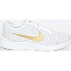 Nike Sportswear - Buty Dualtone Racer Se. Różowe buty sportowe damskie marki Nike Sportswear, l, z nylonu, z okrągłym kołnierzem. W wyprzedaży za 299,90 zł.