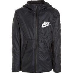 Nike Performance Kurtka sportowa black/white. Czarne kurtki dziewczęce Nike Performance, z materiału. W wyprzedaży za 142,45 zł.