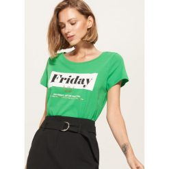 T-shirt z napisem Friday - Zielony. Zielone t-shirty damskie marki House, l, z napisami. W wyprzedaży za 15,99 zł.