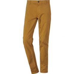 BOSS CASUAL Chinosy rust/copper. Czerwone chinosy męskie BOSS Casual, z bawełny. Za 419,00 zł.