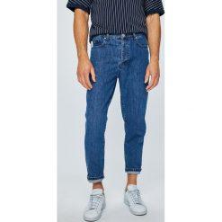 Review - Jeansy Dad. Szare jeansy męskie z dziurami Review. W wyprzedaży za 139,90 zł.