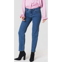 Rut&Circle Jeansy z prostą nogawką Hanne - Blue. Zielone jeansy damskie marki Rut&Circle, z dzianiny, z okrągłym kołnierzem. Za 202,95 zł.