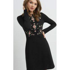 Sukienki balowe: Sukienka z kwiatowym nadrukiem