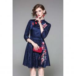 Sukienka w kolorze niebieskim. Niebieskie sukienki mini marki Zeraco, z dekoltem na plecach, rozkloszowane. W wyprzedaży za 299,95 zł.
