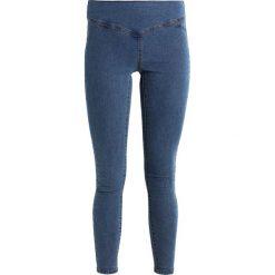 Vero Moda VMHOT SUPREME MIX Jeans Skinny Fit medium blue denim. Niebieskie rurki damskie Vero Moda. Za 129,00 zł.