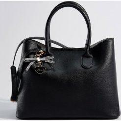 Torba z brelokiem - Czarny. Czarne torebki klasyczne damskie Mohito, z breloczkiem. Za 139,99 zł.