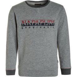 Napapijri BOYSTER CREW Bluza med grey. Szare bluzy chłopięce marki Napapijri, l, z materiału, z kapturem. W wyprzedaży za 199,20 zł.