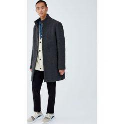 Płaszcz basic z wysokim kołnierzem. Szare płaszcze na zamek męskie Pull&Bear, m. Za 299,00 zł.