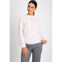 Bluzki damskie: Różowa bluzka z szerokim kołnierzem QUIOSQUE