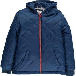 Kurtka zimowa w kolorze niebieskim. Niebieskie kurtki chłopięce zimowe marki TXM. W wyprzedaży za 162,95 zł.