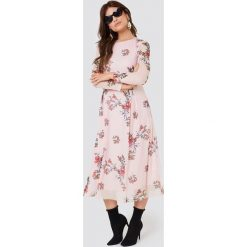 Rut&Circle Siateczkowa sukienka z długim rękawem - Pink. Różowe długie sukienki Rut&Circle, z długim rękawem. W wyprzedaży za 121,48 zł.