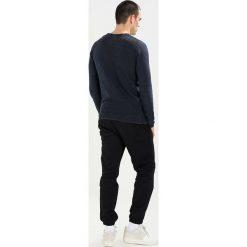 Swetry klasyczne męskie: Shine Original ACID WASH ONECK Sweter dusty navy