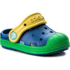 Klapki CROCS - Bump It Clog K 202282  Blue Jean/Grass Green. Czerwone klapki chłopięce marki Crocs, z materiału. W wyprzedaży za 129,00 zł.