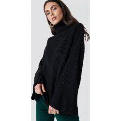 Dilara x NA-KD Przytulny sweter z golfem - Black. Czarne golfy damskie Dilara x NA-KD, z długim rękawem. Za 161,95 zł.