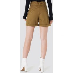 Trendyol Szorty z wysokim stanem Safari - Brown. Brązowe szorty damskie marki Trendyol, w paski, z podwyższonym stanem. W wyprzedaży za 48,78 zł.