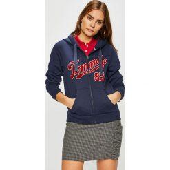 Tommy Jeans - Bluza. Czarne bluzy z kapturem damskie marki Tommy Jeans, l, z nadrukiem, z bawełny. W wyprzedaży za 319,90 zł.