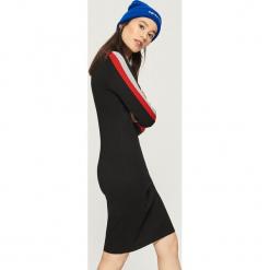 Obcisła sukienka z lampasami - Czerwony. Czerwone sukienki z falbanami Sinsay, l. Za 49,99 zł.