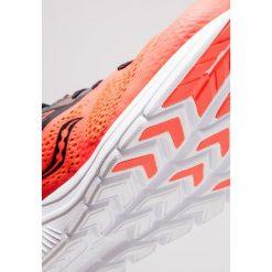 Saucony KINVARA 9 Obuwie do biegania treningowe vizired/black. Czerwone buty do biegania męskie Saucony, z materiału. Za 569,00 zł.