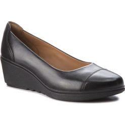 Półbuty CLARKS - Un Tallara Dee 261323774  Black Leather. Czarne półbuty damskie na koturnie Clarks, ze skóry. W wyprzedaży za 319,00 zł.