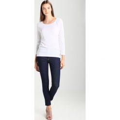 GAP SCULPT SKINNY SOFT RINSE Jeans Skinny Fit dark blue. Niebieskie jeansy damskie GAP. Za 289,00 zł.