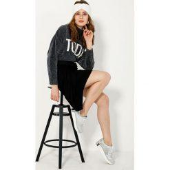 Spódnica - 185-7004 NERO. Czarne spódniczki ołówkowe Unisono, l, z aplikacjami, z elastanu. Za 99,00 zł.