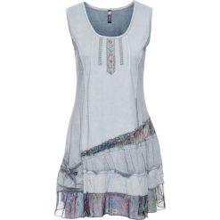 Sukienka shirtowa z falbanami bonprix niebieski. Niebieskie sukienki z falbanami bonprix, z haftami. Za 99,99 zł.