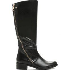 Czarne Kozaki Second Home. Czarne buty zimowe damskie marki Born2be, z materiału, z okrągłym noskiem, na płaskiej podeszwie. Za 149,99 zł.
