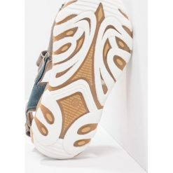 Bisgaard Sandały petrolio. Niebieskie sandały chłopięce Bisgaard, z materiału, z otwartym noskiem. W wyprzedaży za 265,30 zł.