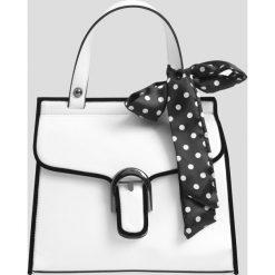 Torebka z ekoskóry. Białe apaszki damskie marki Orsay. Za 99,99 zł.