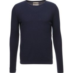Swetry klasyczne męskie: RVLT Sweter navy