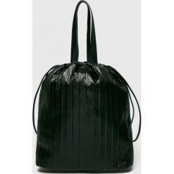 Pieces - Torebka Yasmin. Czarne torebki klasyczne damskie marki Pieces, w paski, z materiału, duże. W wyprzedaży za 129,90 zł.