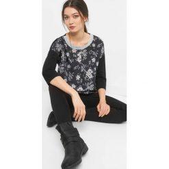 Bombkowa koszulka w kwiaty. Brązowe bluzki longsleeves marki Orsay, s, z dzianiny. Za 59,99 zł.