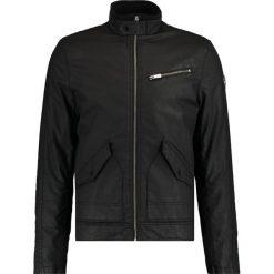 Kaporal GIPS Kurtka przejściowa black. Czarne kurtki męskie przejściowe Kaporal, m, z bawełny. W wyprzedaży za 399,20 zł.