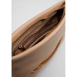 Puzderka: Karen Millen CHAIN ZIP BAG COLLECTION Kopertówka nude