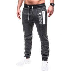 SPODNIE MĘSKIE DRESOWE P420 - GRAFITOWE. Szare spodnie dresowe męskie Ombre Clothing, z nadrukiem, z bawełny. Za 49,00 zł.